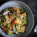 Thaisalat med stegte aeg