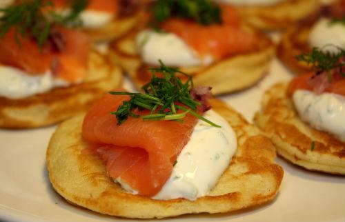Blinis med kaviar og laks