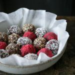 Romkugler med marcipan og chokolade