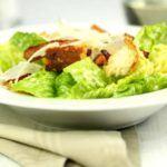 Cæsarsalat med hjemmelavede croutoner