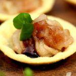 Kyllingelevermousse med portvinspocheret pære - Kanapéer