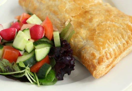 Butterdejspakker med skinke, ost og peberfrugt