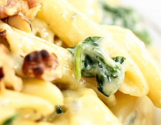 Pasta penne i cremet gorgonzolasauce med spinat og valnødder