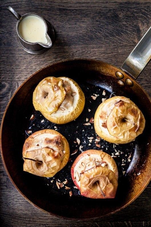 Bagte æbler med marcipan
