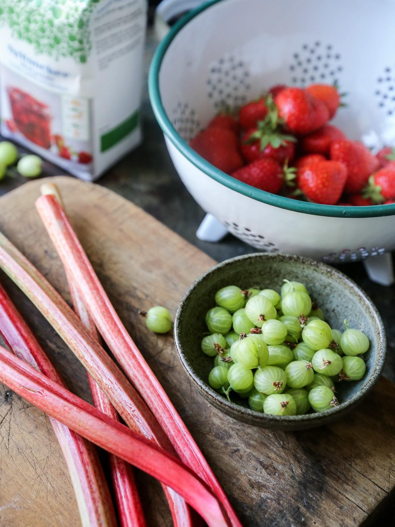 Hurtig marmelade med bær med syltesukker