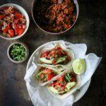 Tacos med oksekød, tomatsalsa og avocado