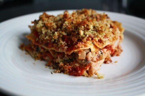 Lasagne med svinekød, urter og spinat
