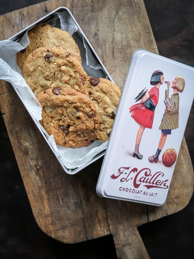 Cookies med chokolade, peanuts og flagesalt