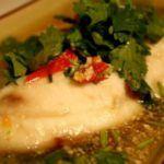 Thaimad - Fisk med koriander, chili og hvidløg (pla neung manao)