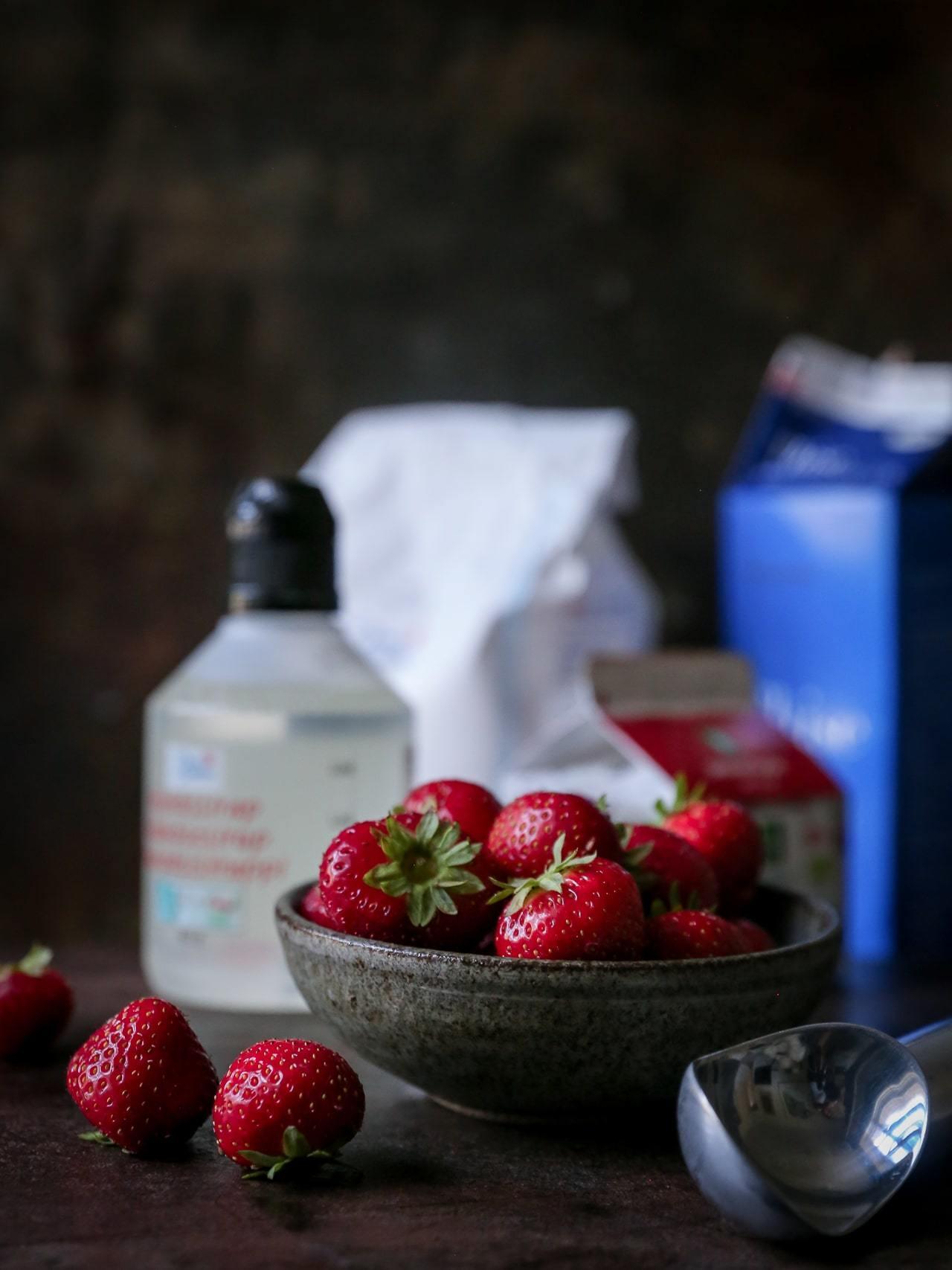 hjemmelavet is - nem og lækker opskrift på is med jordbær