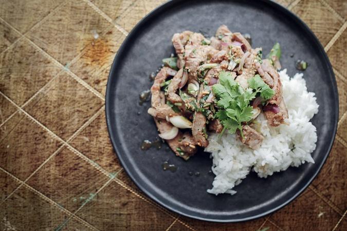 Mit Tv-køkken #6: Thai salat med nakkefilet og urter