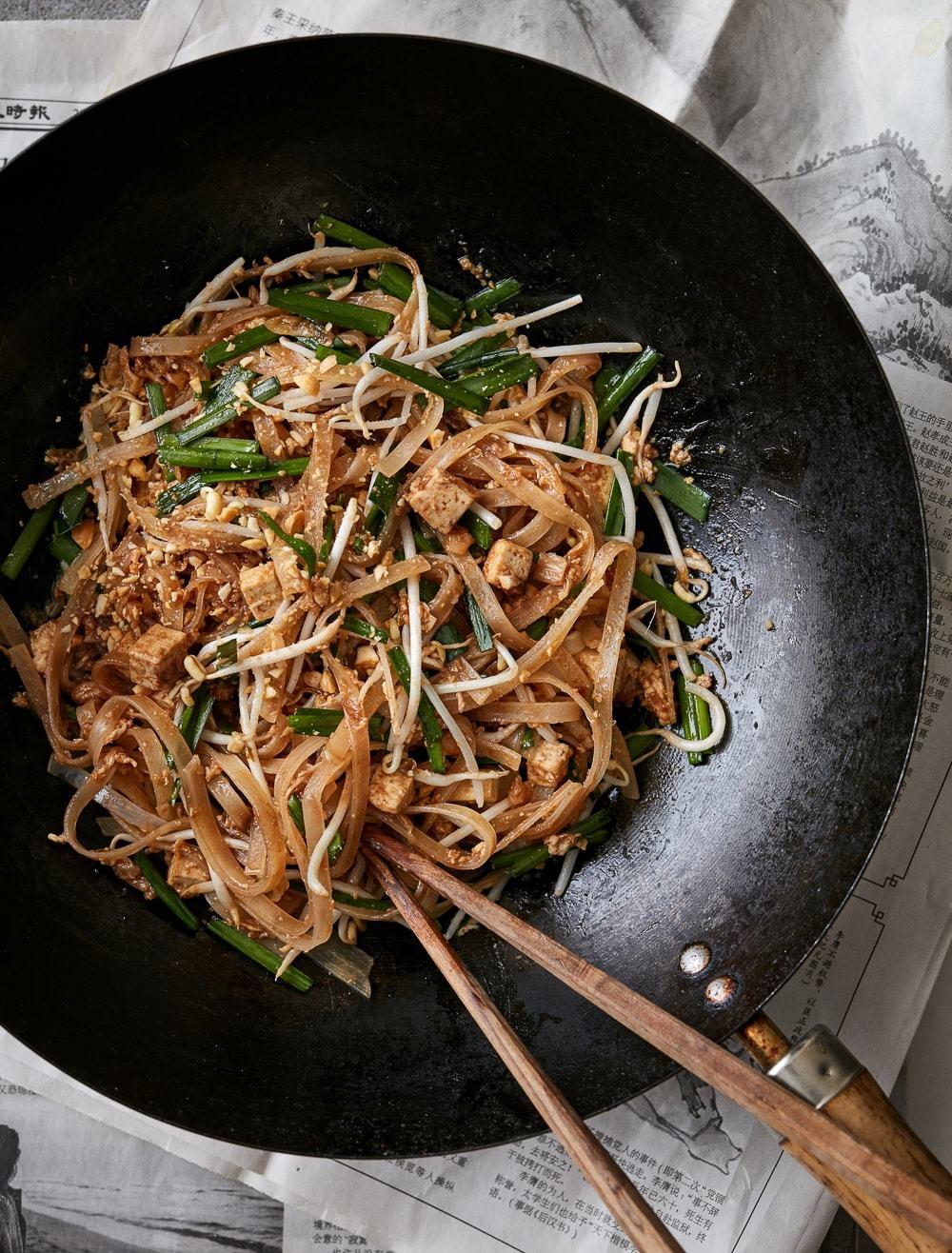pad thai med tofu - grøn version af thailandske stegte nudler