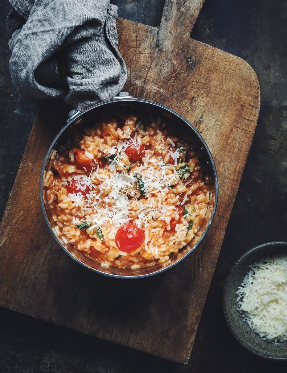 tomatrisotto med frisk basilikum