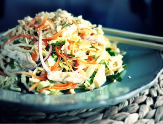 Vietnamesisk salat med kylling, kål og gulerod