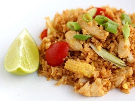 Thailandske stegte ris med kylling (khao pad)